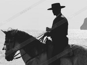Foto de stock - Photo Stock - Jinete andaluz en blanco y negro