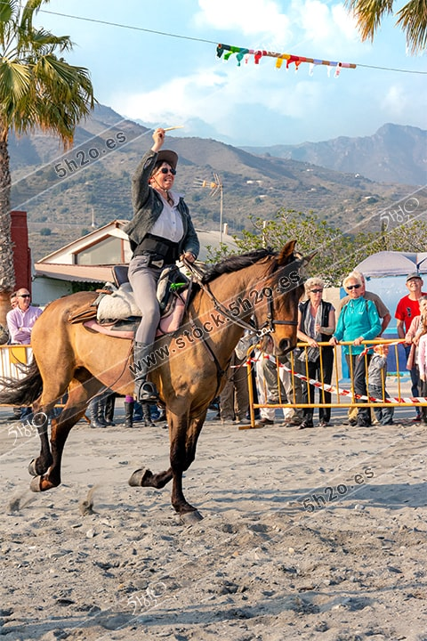 Foto de stock - Photo Stock by 5h2o - Carreras de cintas a caballo, amazona al galope