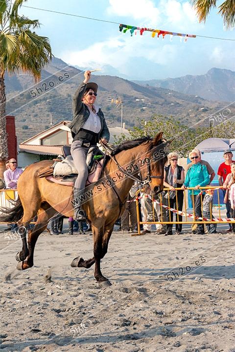 Foto de stock - Photo Stock by 5h2o - Carreras de cintas a caballo, amazona al galope