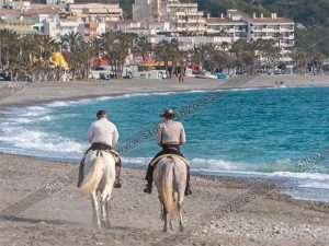 Foto de stock - Photo Stock by 5h2o - Jinetes a caballo por la playa