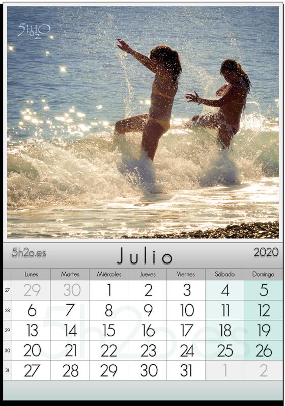 Foto de Stock - Photo Stock - Jovenes jugando con las olas para la hoja de calendario de julio