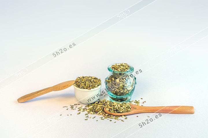 Foto de Stock - Photo Stock - Composición con yerna mate y cucharas de madera