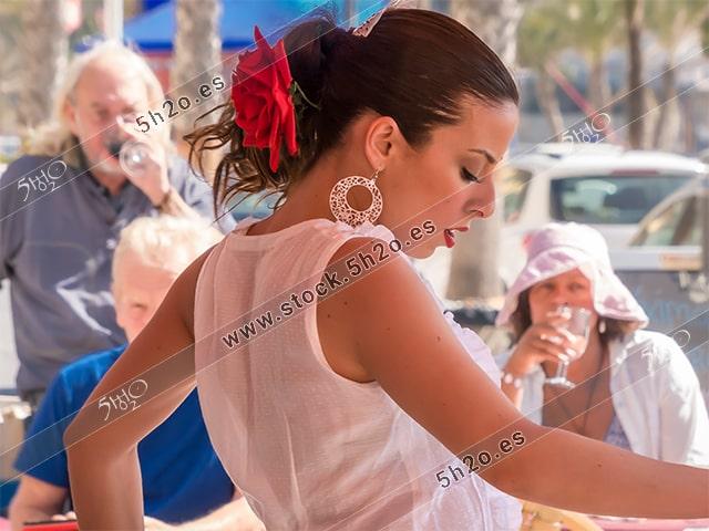 Foto de stock - Photo Stock Bailaora BEATRIZ BRAVO 05.- Reportaje fotográfico de 5h2o. La bailaora Beatriz Bravo Escudero bailando flamenco, de lado, en restaurante Las Maravillas de La Herradura, Almuñécar, Granada, Andalucía, España. Foto 05-15.