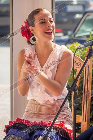 Foto de stock - Photo Stock Bailaora BEATRIZ BRAVO 09.- Reportaje fotográfico de 5h2o. La bailaora Beatriz Bravo Escudero bailando flamenco, tocando las palamas en restaurante Las Maravillas de La Herradura, Almuñécar, Granada, Andalucía, España. Foto 09-15.