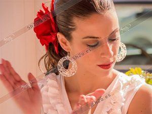 Foto de stock - Photo Stock Bailaora BEATRIZ BRAVO 11.- Reportaje fotográfico de 5h2o. La bailaora Beatriz Bravo Escudero dando palmas, en restaurante Las Maravillas de La Herradura, Almuñécar, Granada, Andalucía, España. Foto 11-15.