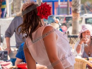Foto de stock - Photo Stock Bailaora BEATRIZ BRAVO 04.- Reportaje fotográfico de 5h2o. La bailaora Beatriz Bravo Escudero bailando flamenco de espaldas, en restaurante Las Maravillas de La Herradura, Almuñécar, Granada, Andalucía, España. Foto 04-15.